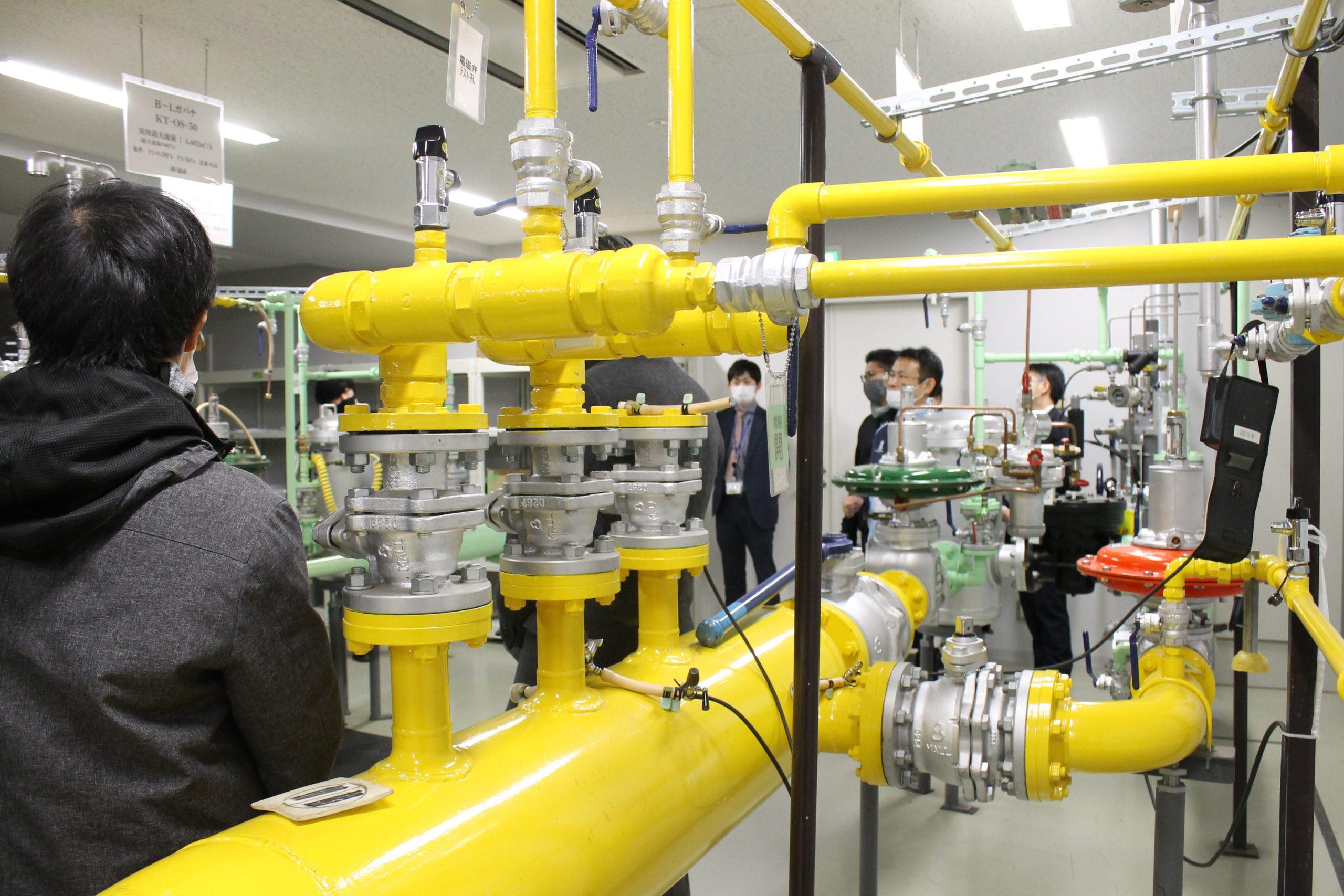訪問先:北ガス技術開発研修センター<br /> 関連科目:環境政策事例研究<br />      Environmental Policy